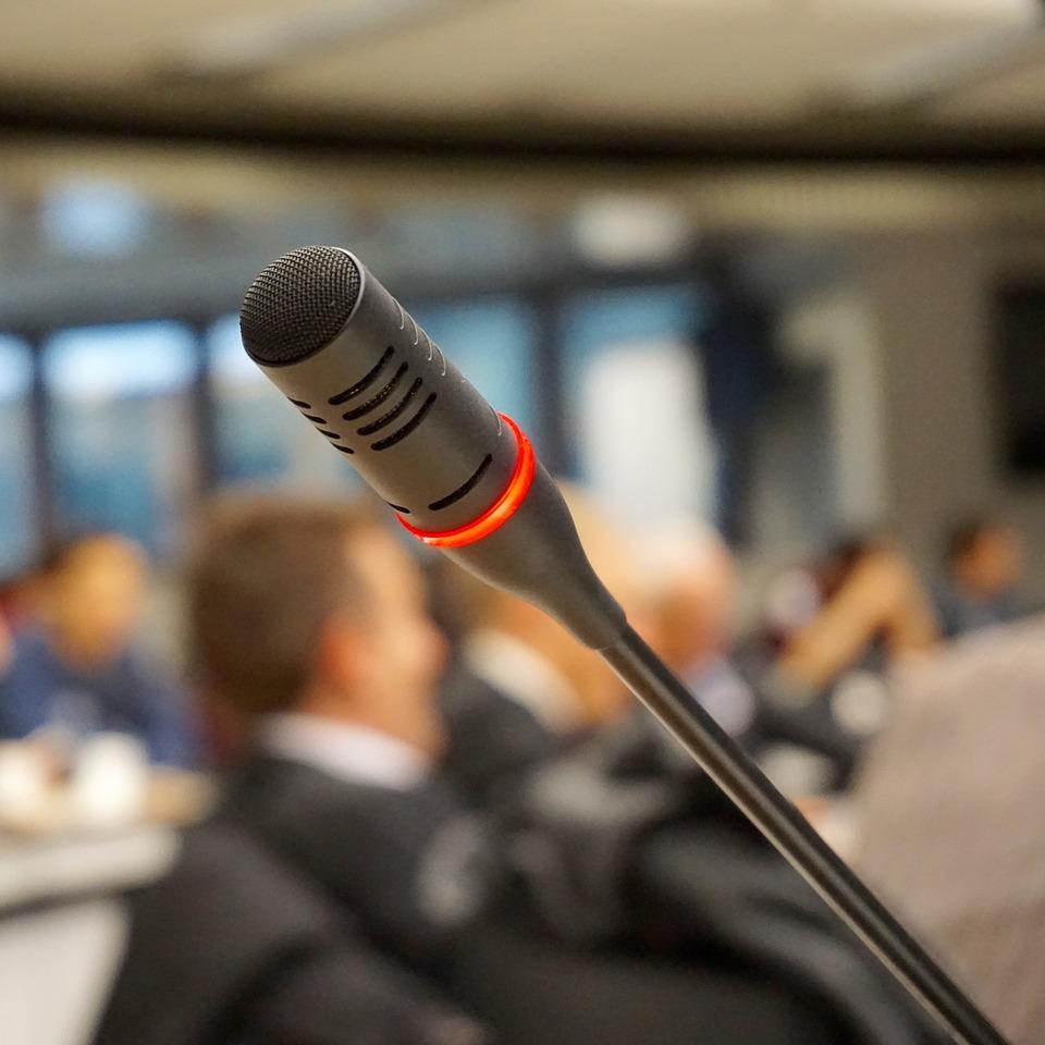 Microphone-704255_1920
