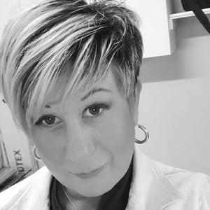 Webinar hosting presenter Ellie McCann