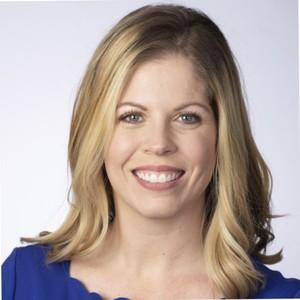 Webinar hosting presenter Lindsay Dagiantis