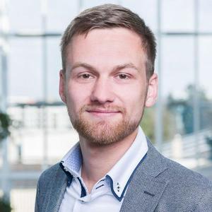 Webinar hosting presenter Sebastian Z