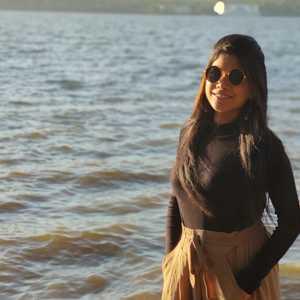 Webinar hosting presenter Kirti Diddi