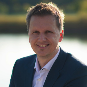 Webinar hosting presenter Volker T