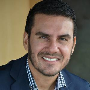 Webinar hosting presenter Fernando Guarany
