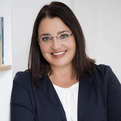 Webinar hosting presenter Renate F